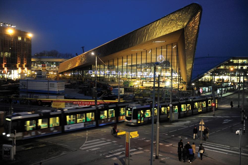 station_rotterdam_centraal_bij_avond_0